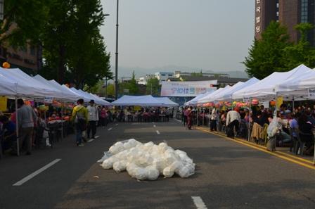 Lotus Lantern Festival lantern making