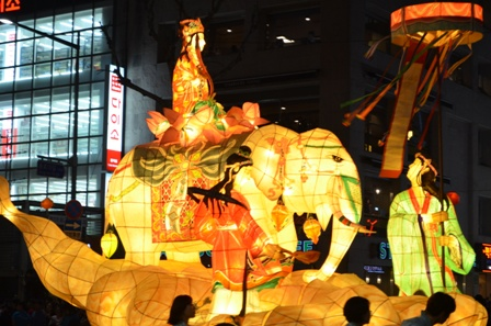 Lotus Lantern float (2)