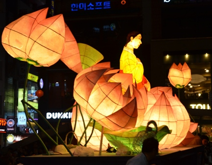 Lotus Lantern float (4)