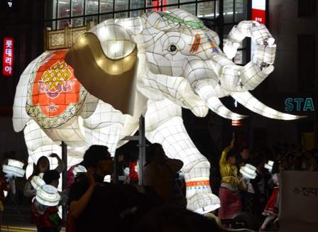 Lotus Lantern float (5)