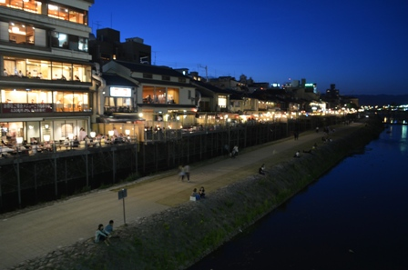 Kyoto canal-side night restaurants