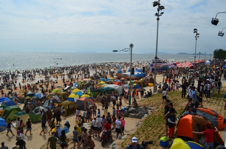 Boryeong Mud Festival Dacheon Beach crowded