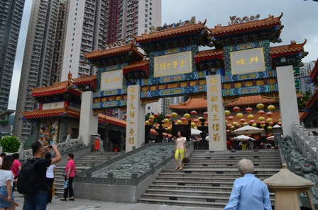 Hong Kong Won Tai Shin temple entrance