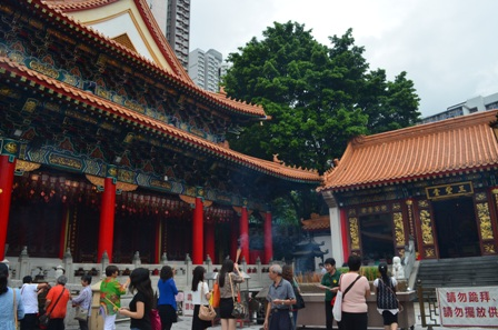 Hong Kong Won Tai temple worship