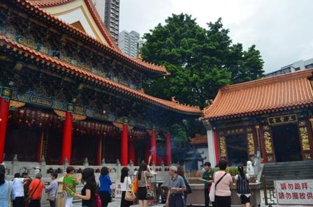 Hong Kong Won Tai temple worship