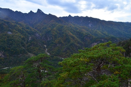 Sibiseonnyetang surrounding mountains