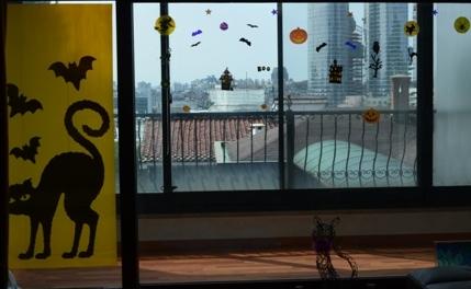 Halloween Korea apartment window decorations