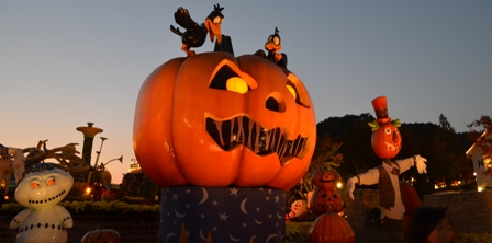 Halloween Korea Everland lighted pumpkins and scarecrows