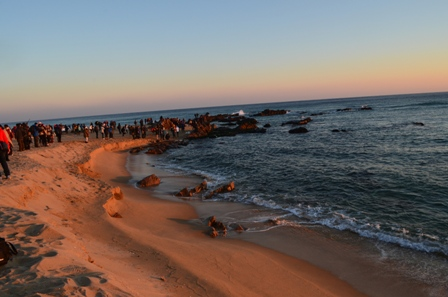 Gangneung Jeongdongjin Beach crowd after sunrise