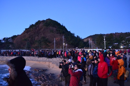 Gangneung Jeongdongjin Beach sunrise crowd
